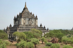 Le temple bouddhique de Thatbyinnyu plus haut monument de Bagan
